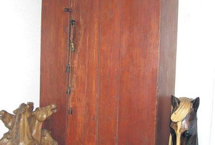 Une armoire en pin de très grande valeur