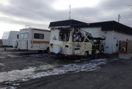 Un véhicule récréatif flambe à L'Acadie