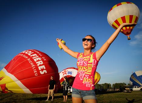 International de montgolfières: des coupons-rabais sur la une du Canada Français