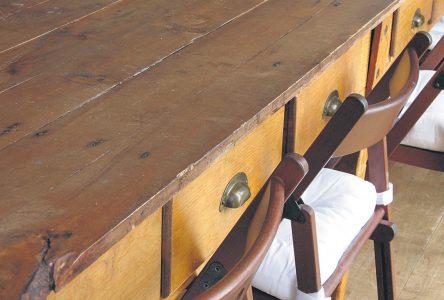 Pourquoi déshabiller les meubles anciens?
