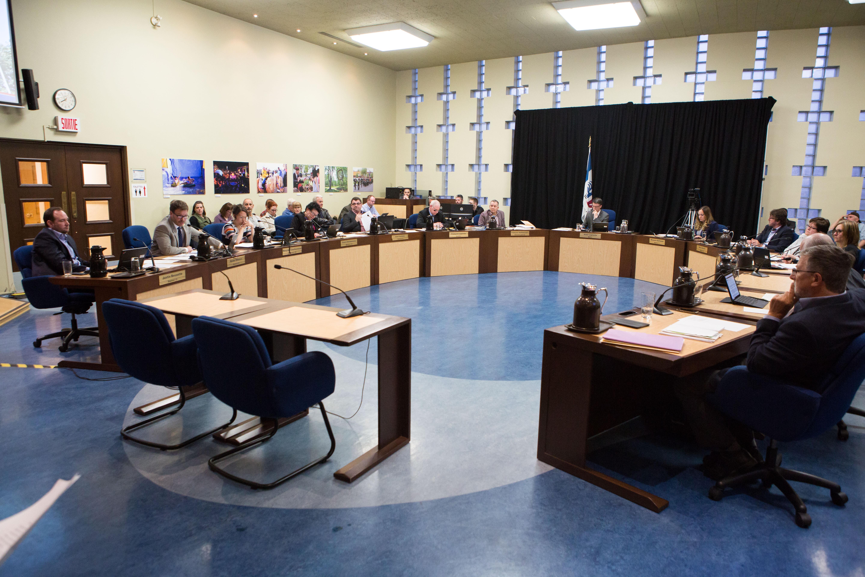 Conseil municipal de Saint-Jean-sur-Richelieu: le bloc des neuf affirme sa majorité
