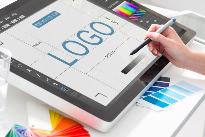 Devenir un spécialiste en design graphique : quel parcours ?