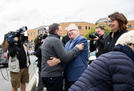 Legault prend un bain de foule à Saint-Jean