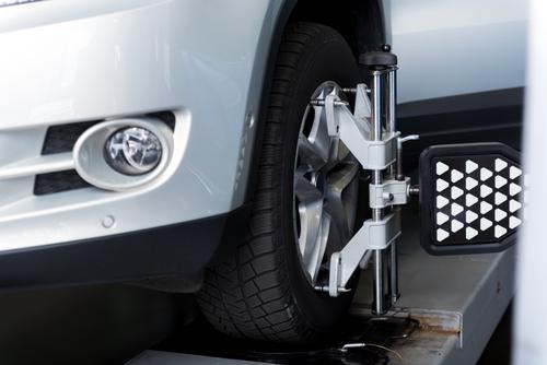 Pourquoi l'alignement des pneus est-il nécessaire?