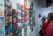 Plus de 160 petits tableaux en vedette chez art[o]
