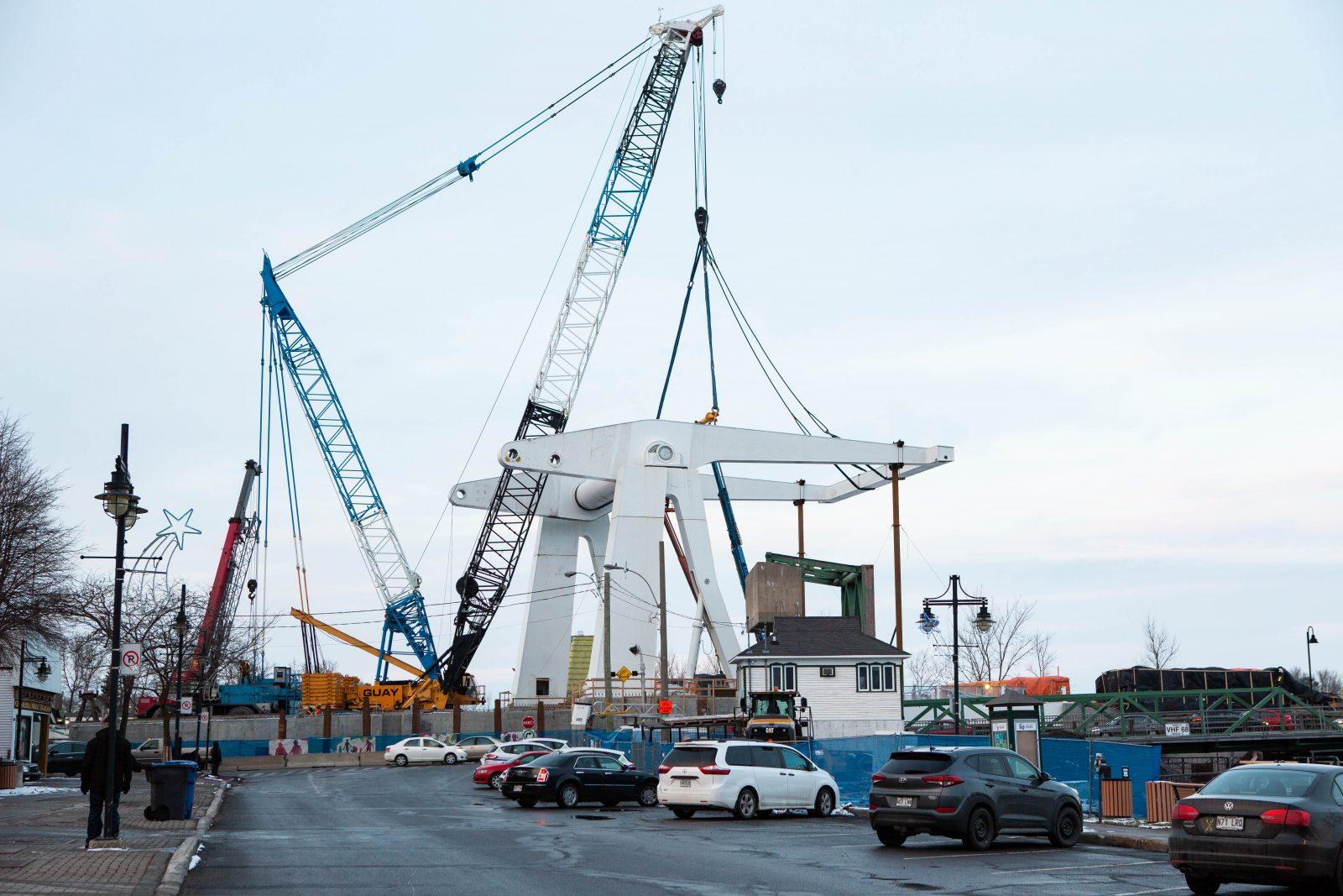 Pont Gouin: la grue démantelée cette semaine