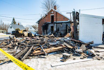 Un violent incendie ravage un atelier de mécanique