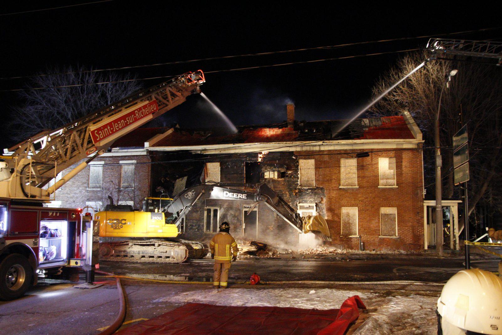 Un bâtiment patrimonial ravagé par un incendie, puis démoli