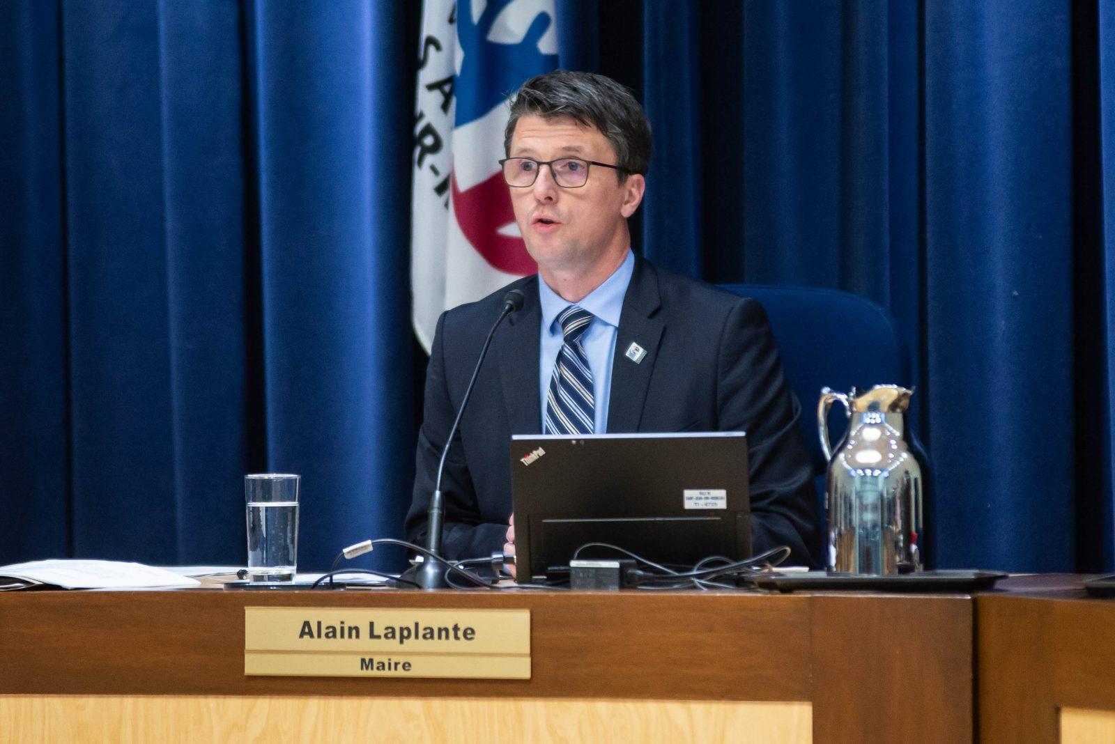 Plaintes contre le maire: la Commission municipale amorce ses auditions