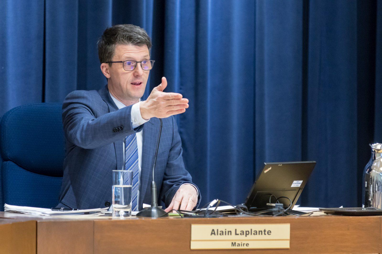 Commission municipale: le maire Laplante a contrevenu à son code d'éthique