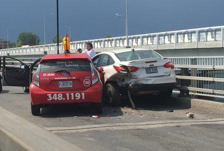 Trois véhicules impliqués dans un accident sur le pont