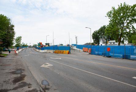 Trois jours d'asphaltage à  l'approche du pont à Iberville