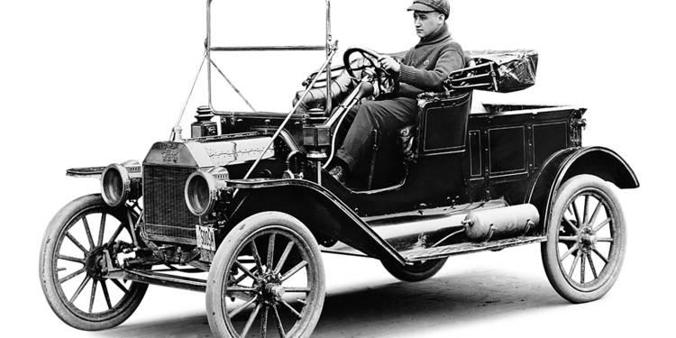 12 août 1908 – La première Modèle T quitte l'usine