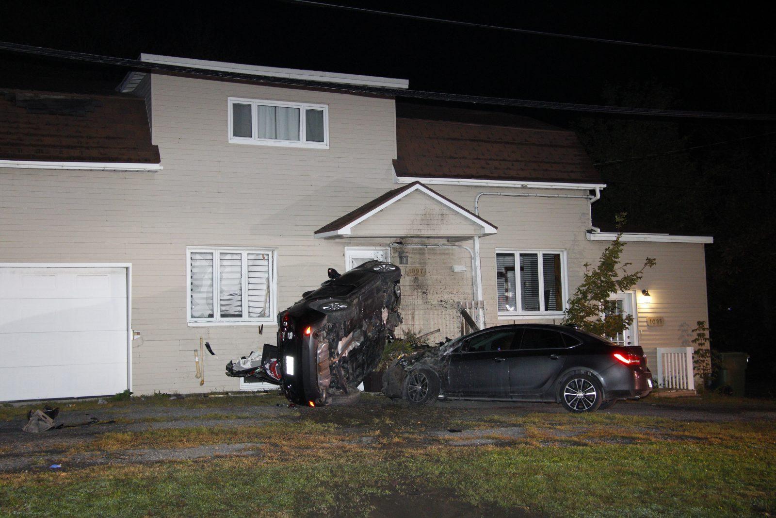 Une voiture percute une résidence de plein fouet