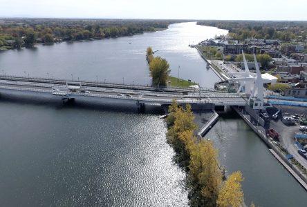 Le nouveau pont à 8 heures, samedi matin