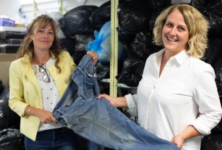 Vos vêtements abîmés peuvent aider les démunis