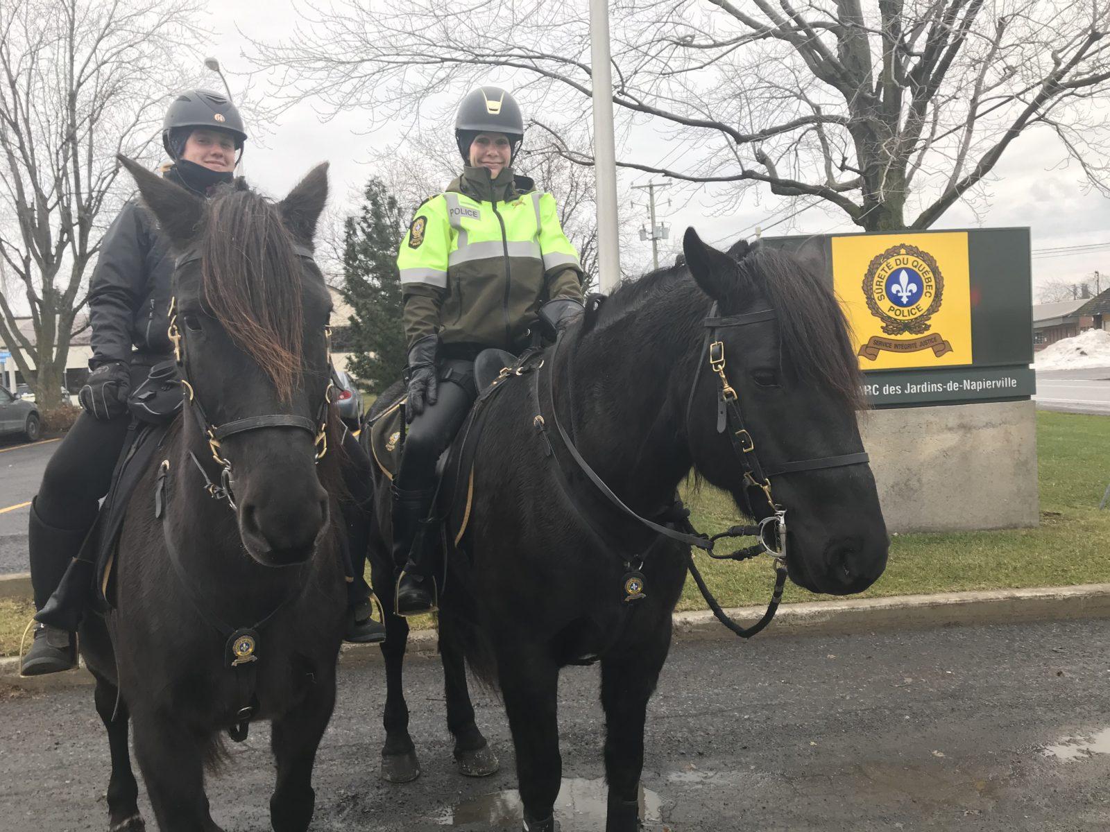 Patrouille à cheval par les policiers de la SQ
