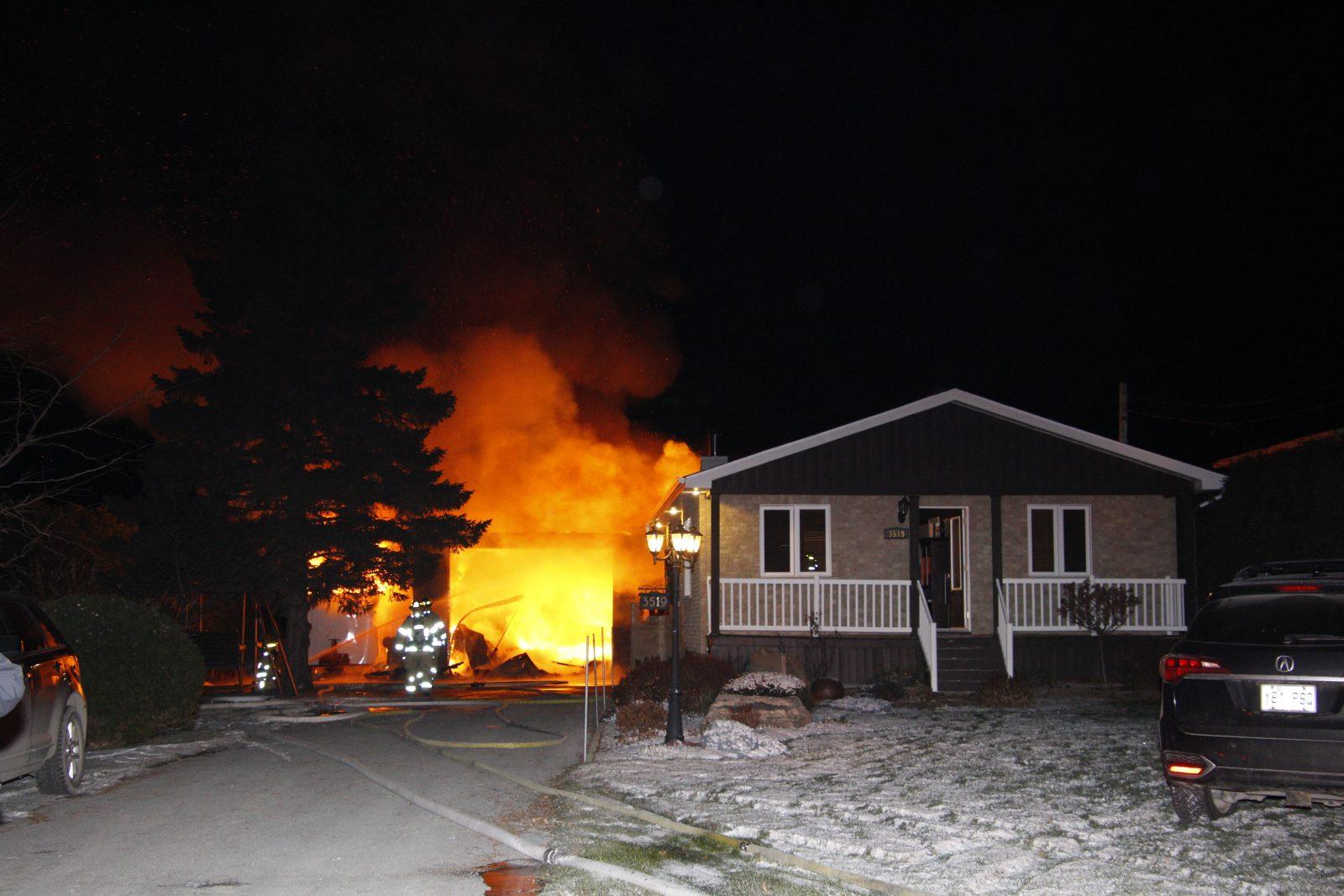 Un garage est la proie des flammes à Saint-Luc