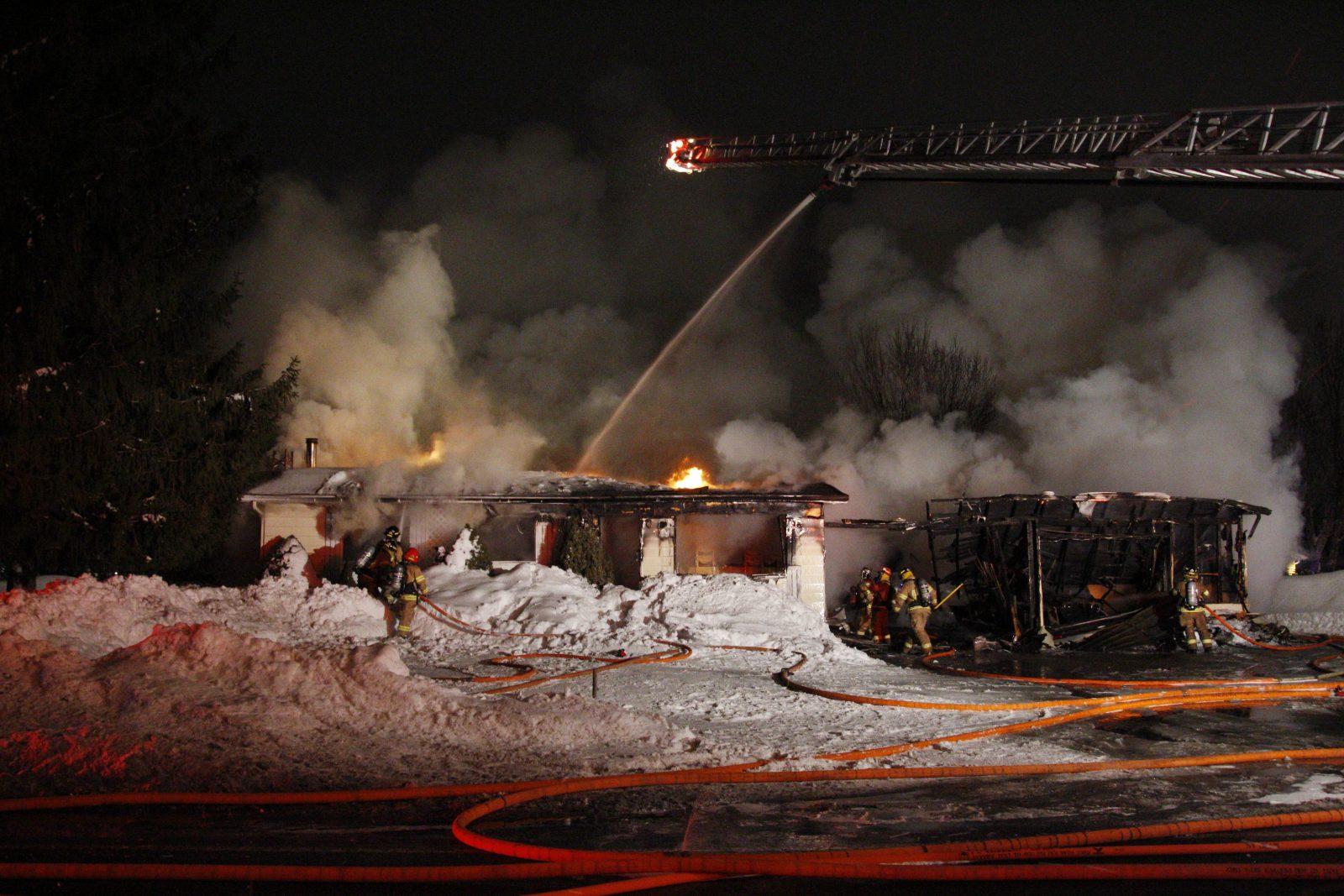 Le feu détruit une résidence de la rue Deland