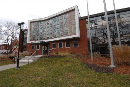 COVID-19: la Ville de Saint-Jean ferme l'accès à ses bureaux