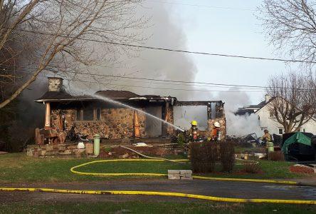 Une résidence détruite par les flammes à Sabrevois