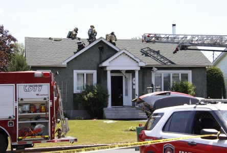 Un article de fumeur met le feu à une maison
