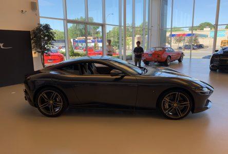 Une Ferrari Roma en visite à Montréal