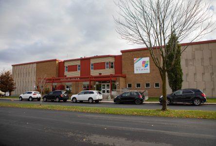 Éclosion majeure de COVID-19 à l'école Saint-Lucien