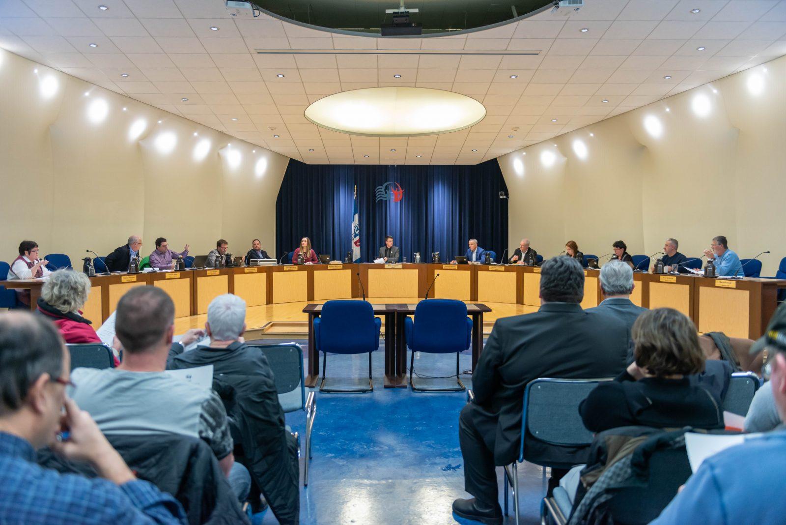 La Ville intente une poursuite de 540 000$ contre neuf partisans du maire