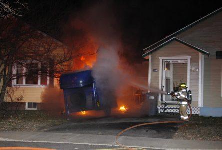 Une remorque incendiée dans le quartier Saint-Edmond