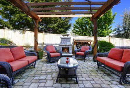 Concevoir et installer un foyer extérieur