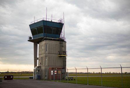 L'aéroport de Saint-Jean conservera sa tour de contrôle