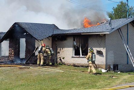 Une maison est la proie des flammes à Mont-Saint-Grégoire