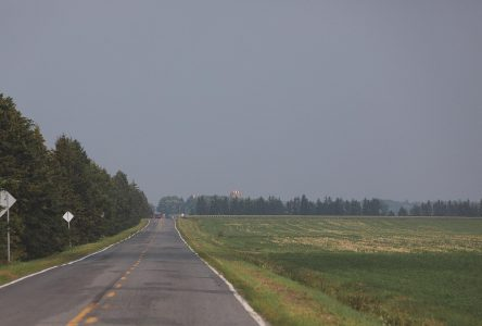 Feux de forêt : le panache de fumée touche Saint-Jean