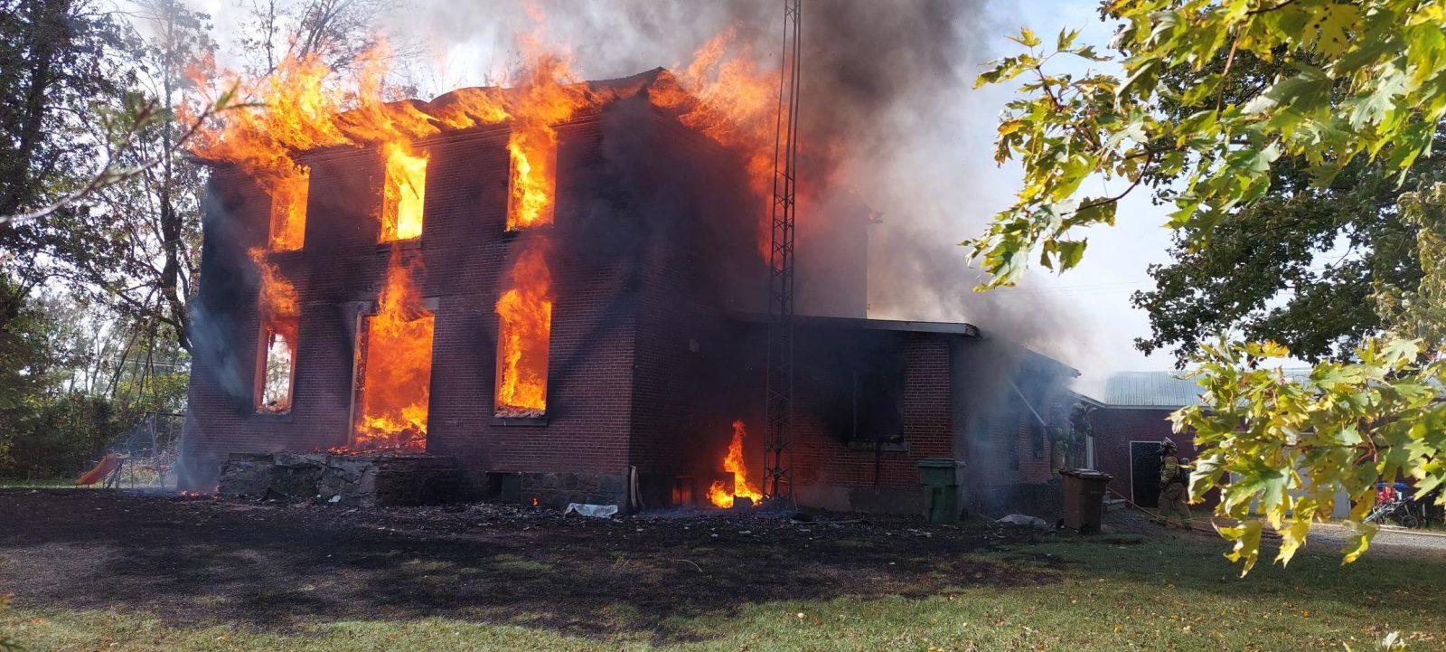 Une maison est la proie des flammes à Sabrevois